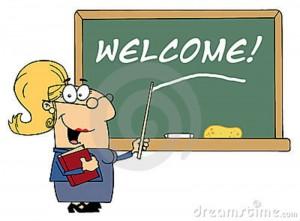 maître-d-école-féminin-blond-indiquant-la-bienvenue-en-fonction-13720039